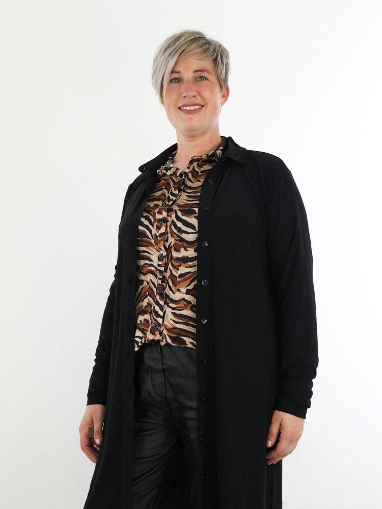 angelle-milan-lange-blouse-jurk-in-een-basic-zwarte-kleur-van-travelstof