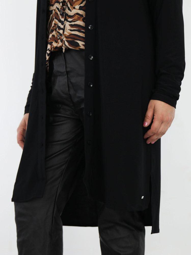 lange-jurk-blouse-van-travelstof-in-basic-zwart-van-angelle-milan