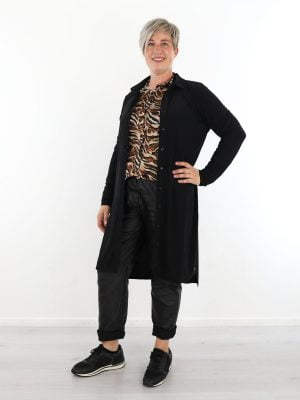 zwarte-travelstof-blouse-jurk-van-angelle-milan