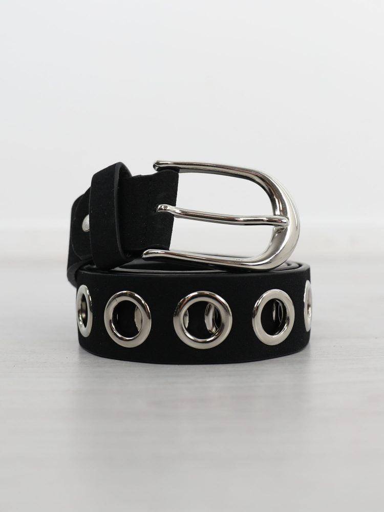 zwarte-riem-met-zilveren-ringen