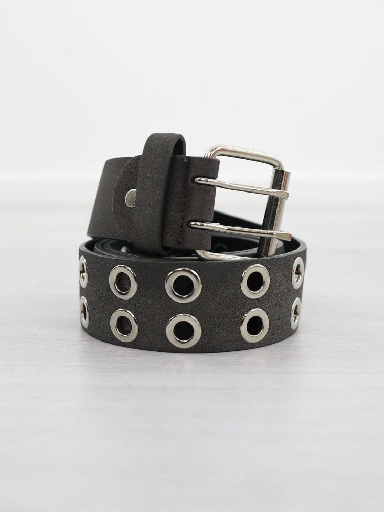 zwarte-riem-van-leer-met-zilveren-ringen
