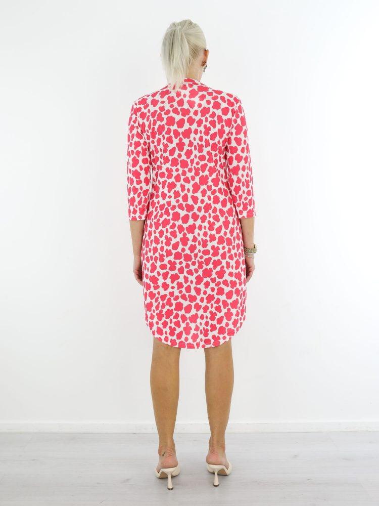 Witte-travel-stof-tuniek-met-roze-vlekkenprint-van-Angelle-Milan