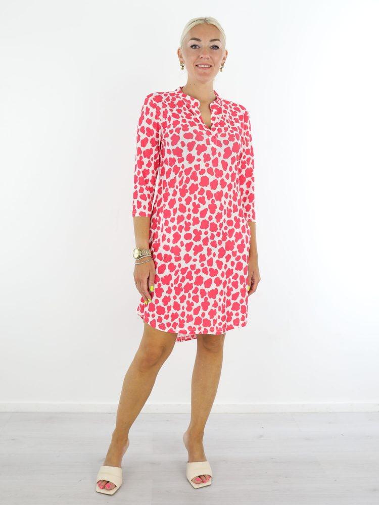 Witte-travelstof-tuniek-met-roze-vlekkenprint-van-Angelle-Milan.