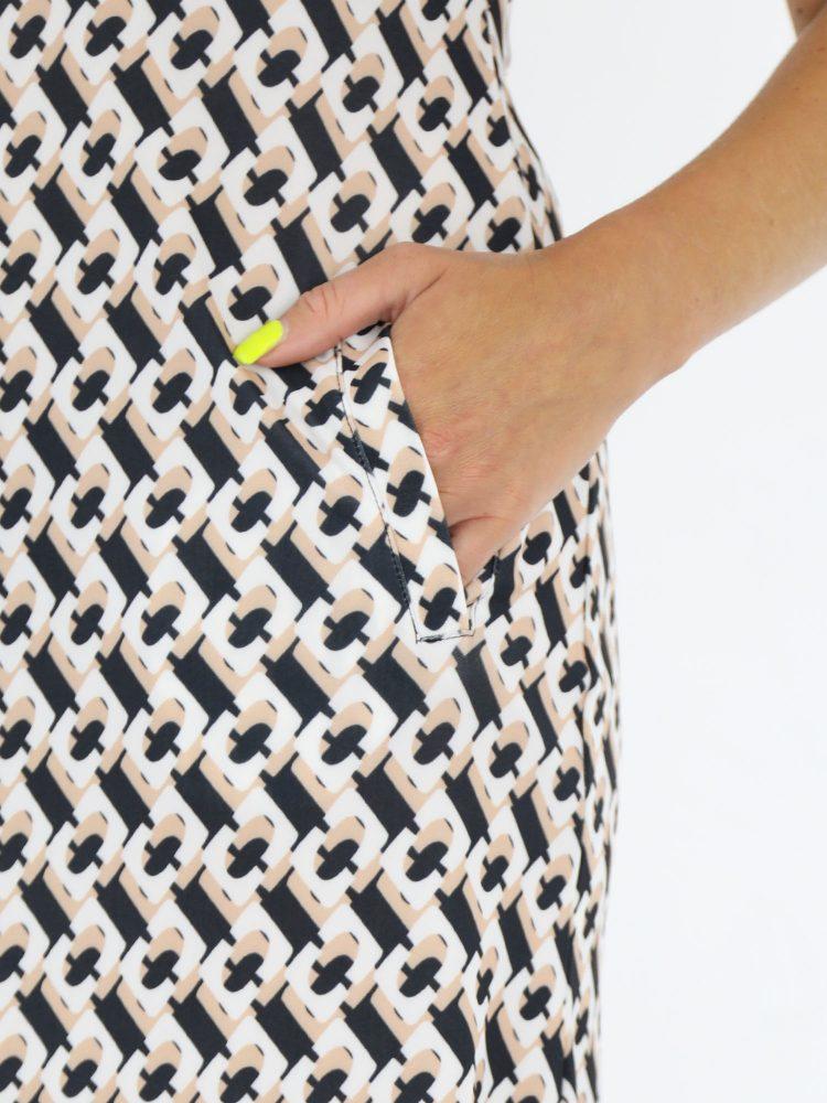 angelle-milan-tuniek-zonder-mouwen-van-travelstof-met-zwart-beige-print