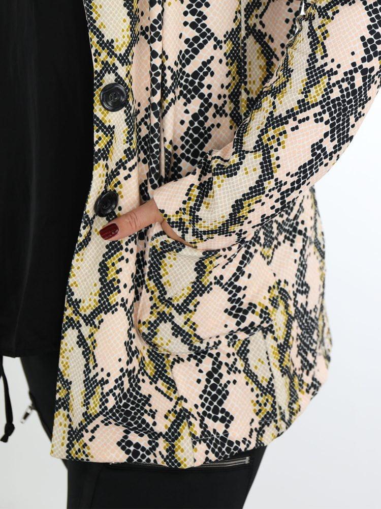 blazer-in-plussize-met-slangenprint-in-roze-en-beige-kleuren