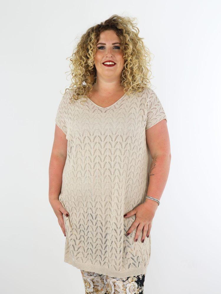 lang-shirt-in-beige-fijn-geweven-en-gekabeld-plus-size