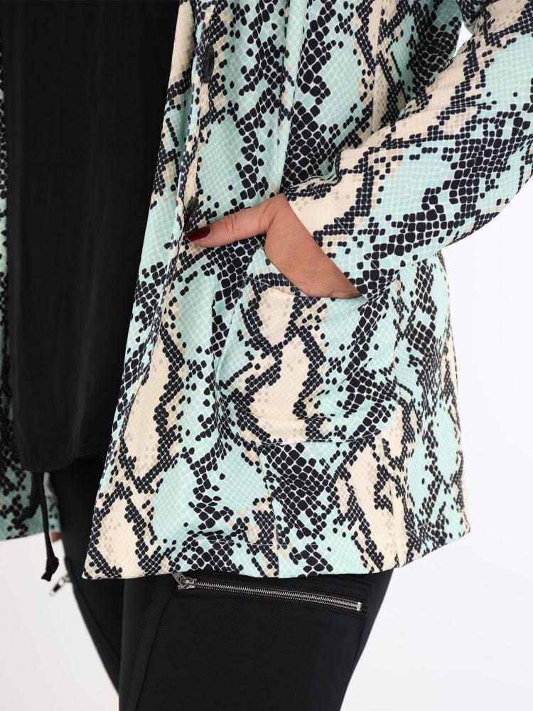 plussize-blazer-met-slangenprint-in-groen-beige-en-zwart