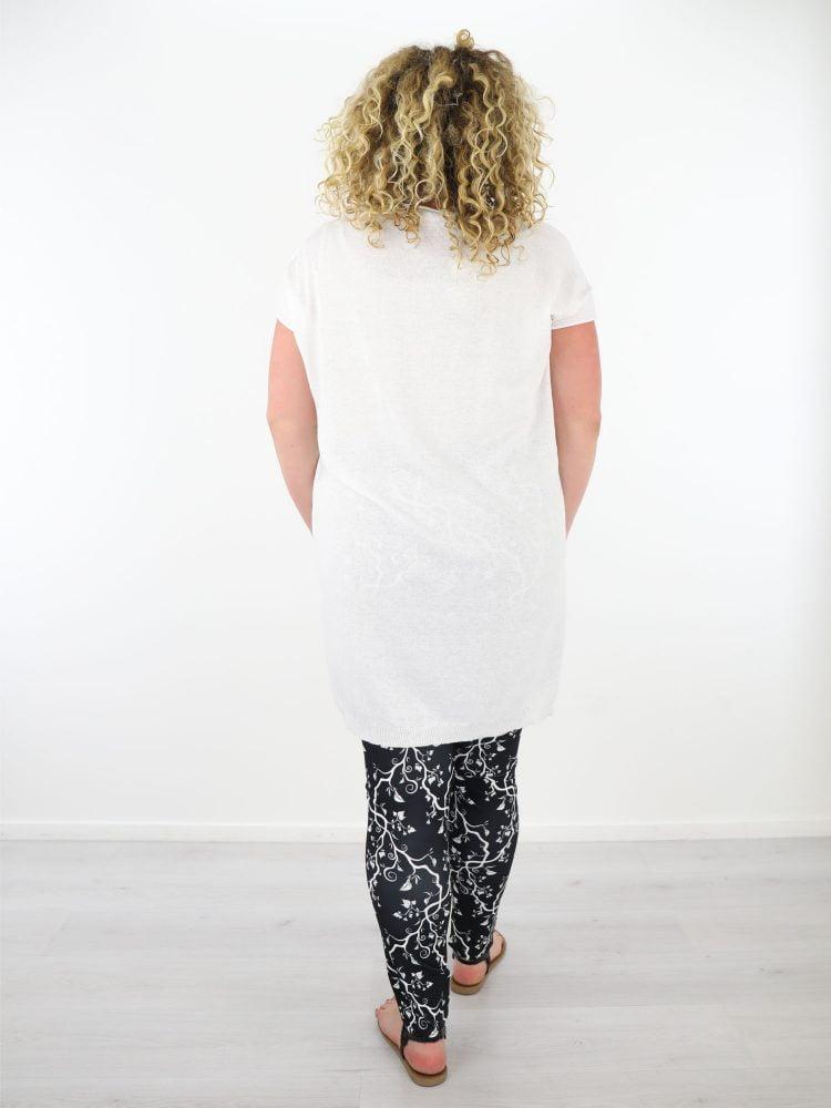 plussize-wit-shirt-in-grote-maten-fijn-geweven-en-gekabeld