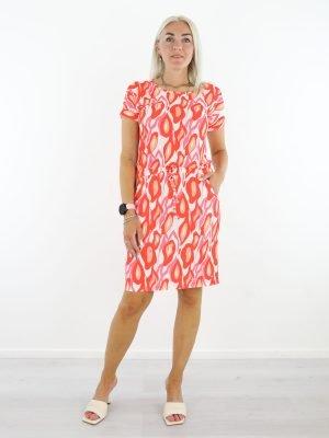 roomwitte-oranje-travelstof-jurk-van-angelle-milan