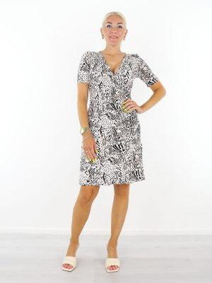 roomwitte-travelstof-jurk-met-zwart-taupe-print-angelle-milan