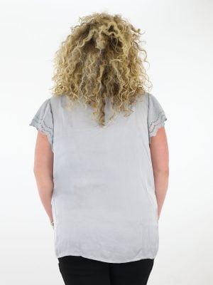 t-shirt-grijs-satijnen-kant