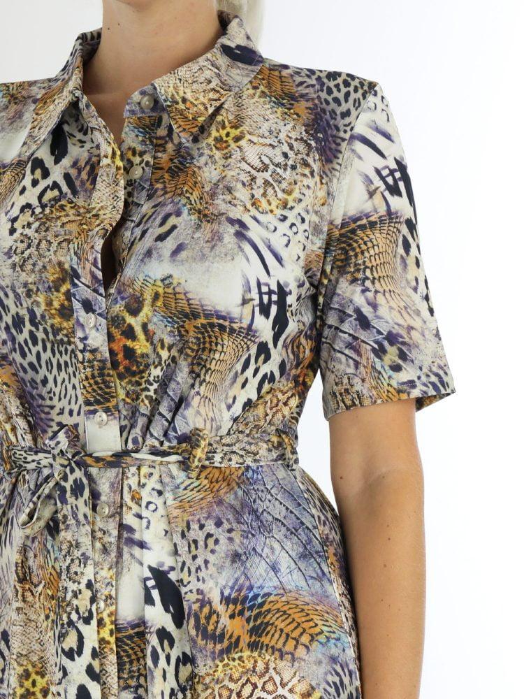 travelstof-jurk-met-multi-dierenprint-in-beige-en-paarse-kleuren-angelle-milan