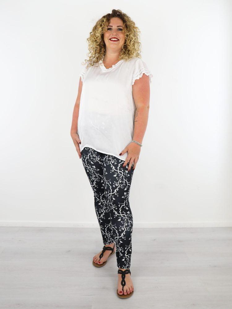 wit-satijnen-t-shirt-met-kanten-mouwen-grote-maten