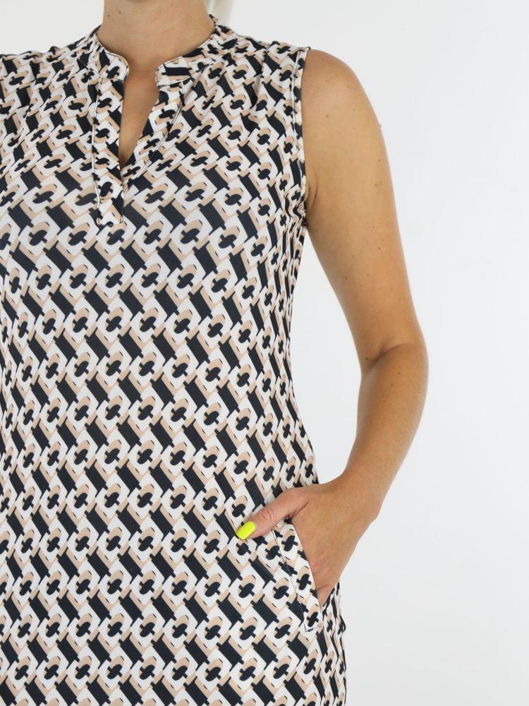 zwart-met-beige-grafische-print-travelstof-tuniek-zonder-mouwen-van-angelle-milan