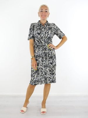 zwarte-travelstof-jurk-met-abstracte-print-in-taupe-en-beige-van-angelle-milan