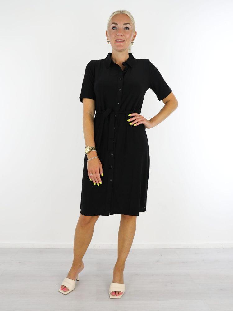 zwarte-travelstof-jurk-met-koord-van-angelle-milan