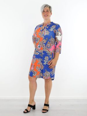 Blauw-oranje-travelstof-tuniek-met-paisley-print-van-angelle-milan