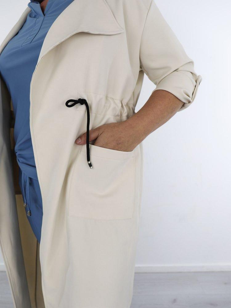 2 / 6 – beige lange jas met aantrektouwjtes