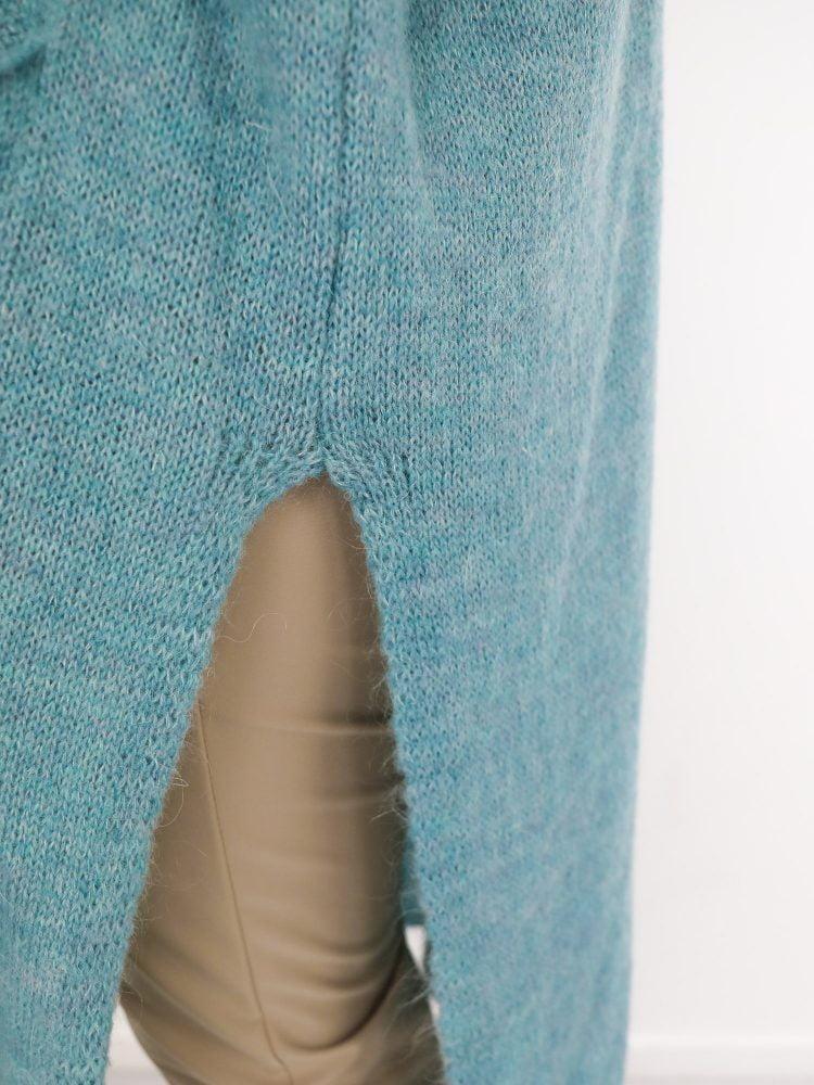 blauw-wollen-vest-met-split
