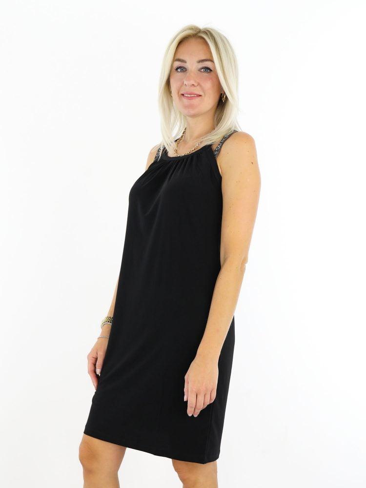 halter-jurkje-van-travelstof-in-een-basic-zwarte-kleur-van-thombiq