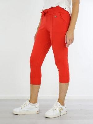 korte-travelstof-broek-in-een-koraal-kleur-van-angelle-milan