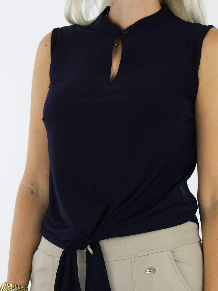 marineblauwe-mouwloze-top-van-thombiq-met-koord