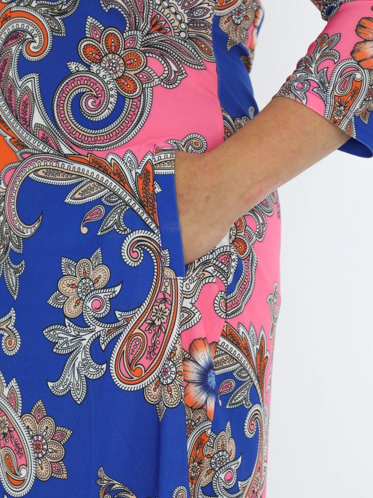 travel-tuniek-in-blauw-van-angelle-milan-met-elegante-paisley-print