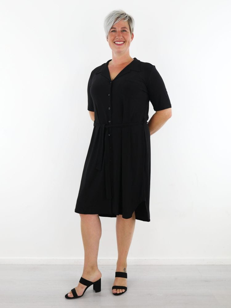 zwart-geknoopte-travelstof-jurk-van-angelle-milan