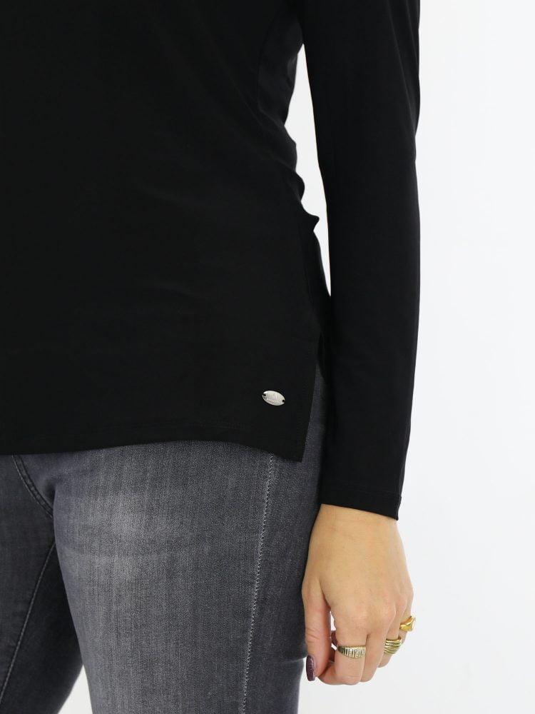 Angelle-Milan-top-travelstof-zwart-lange-mouwen