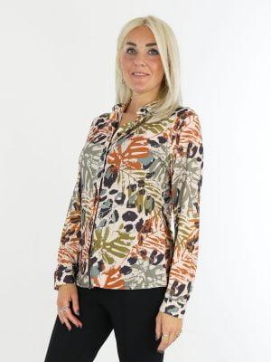 Travelstof-blouse-beige-met-jungleprint-van-Angelle-Milan