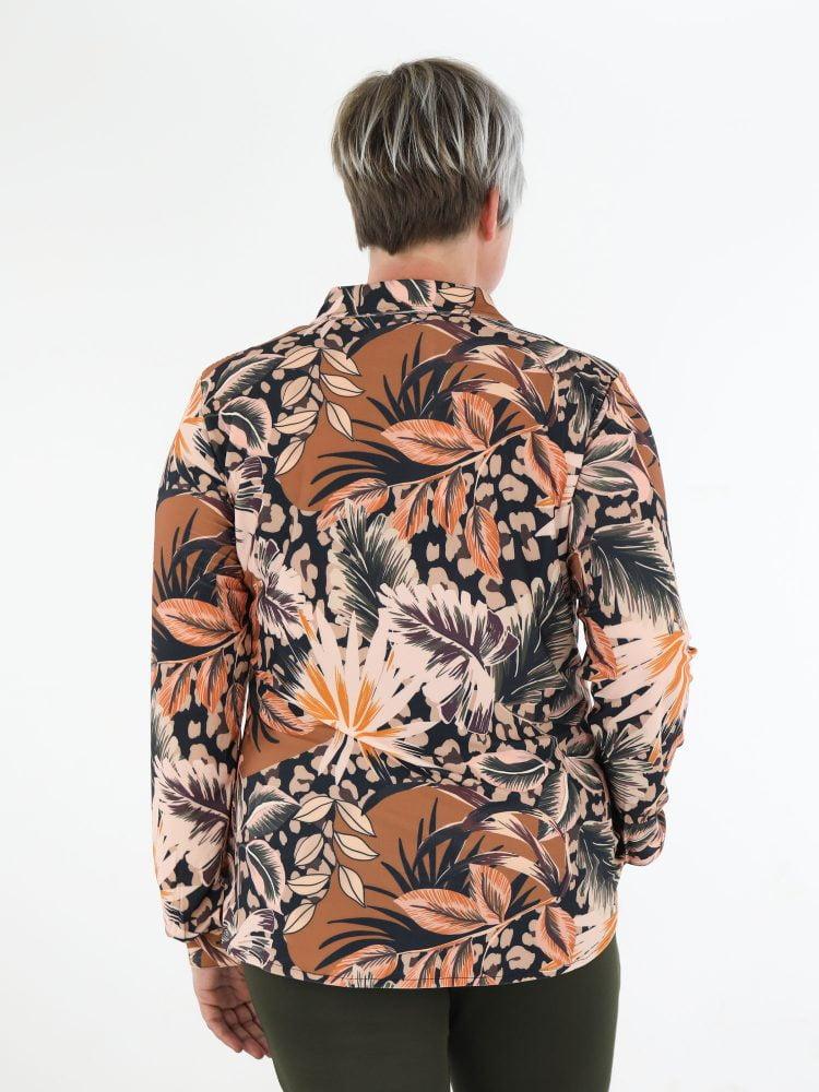 angelle-milan-blouse-van-travelstof-in-multicolor-bladprint