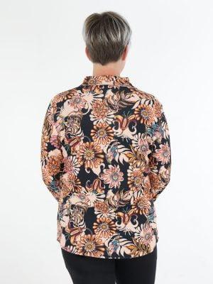 angelle-milan-travelblouse-in-zwart-met-elegante-bloemen-print
