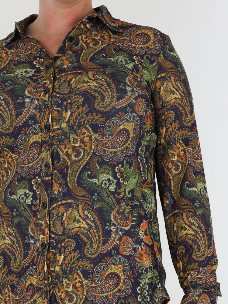 angelle-milan-travelstof-blouse-donkerblauw-gekleurd-met-paisley-print