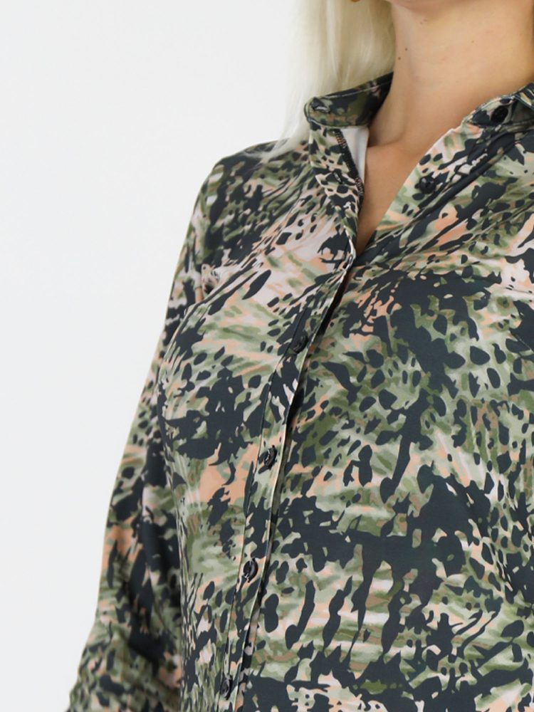 angelle-milan-travelstof-camouflage-beige-blouse