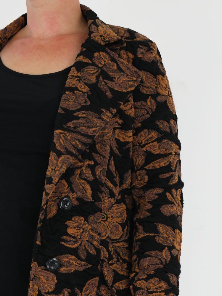 angelle-milan-tussenjas-in-zwart-met-cognac-bloemenprint