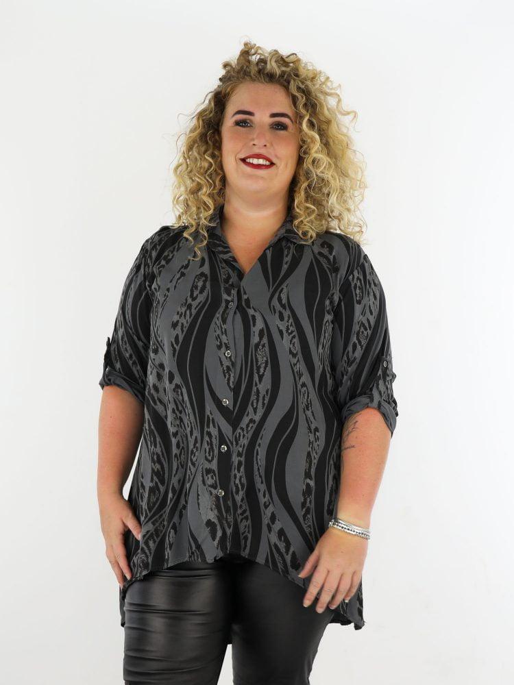 antraciet-lange-blouse-met-zwarte-dierenprint-grote-maten