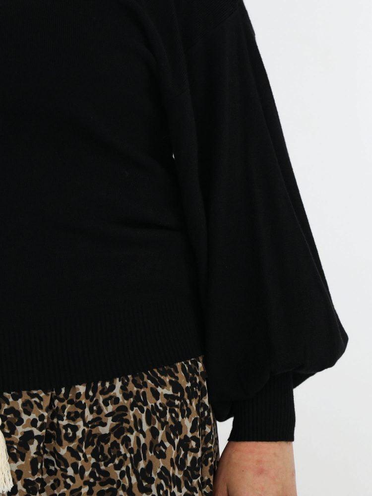 ballonmouw-truitje-in-een-basic-zwarte-kleur