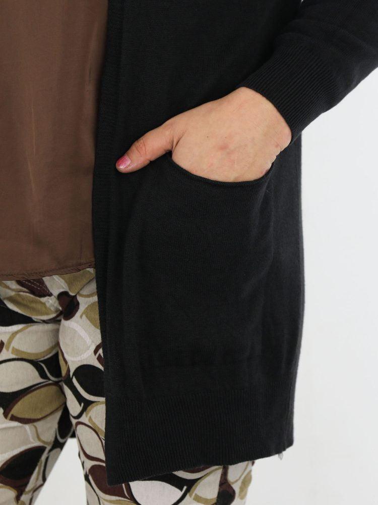 basic-cardigan-vest-met-zakken-in-een-zwarte-kleur