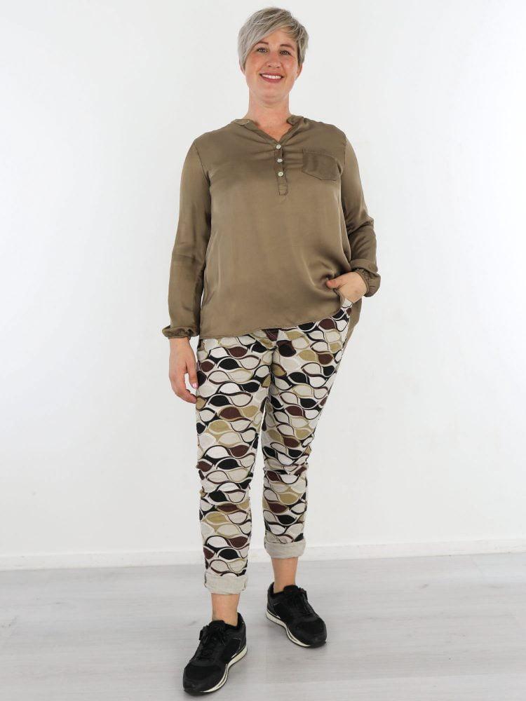 basic-taupe-blouse-met-v-hals-en-borstzak
