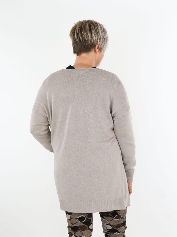 basic-vest-met-zakken-in-een-beige-kleur