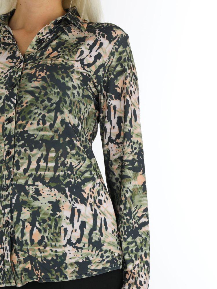 beige-groen-camouflageprint-travelstof-top-angelle-milan