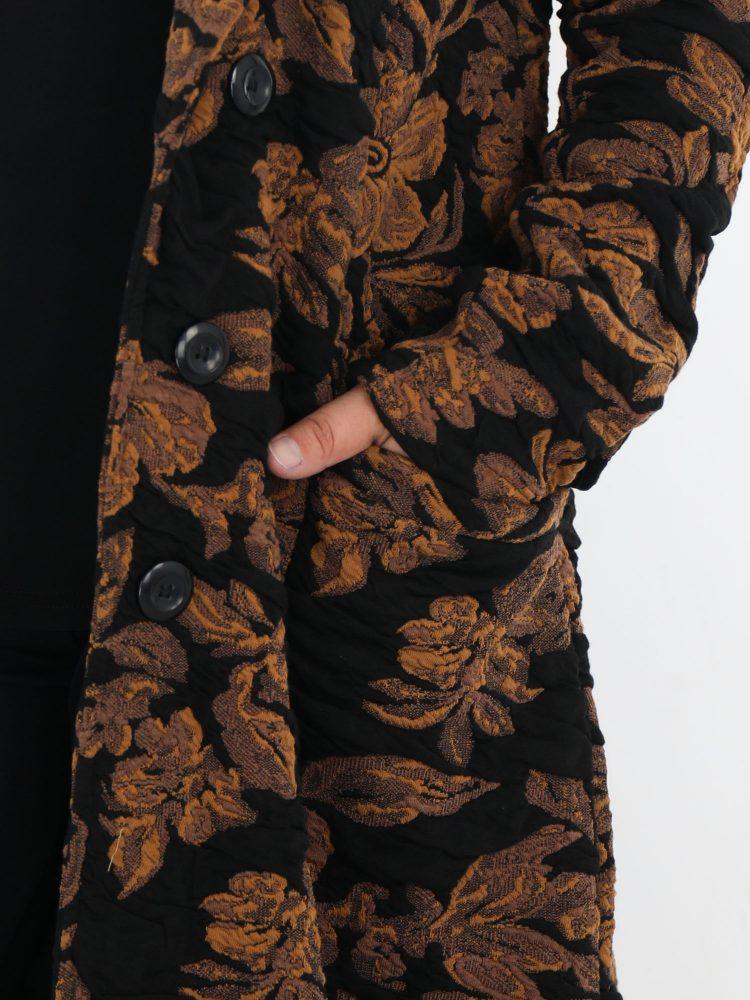 bloemen-jas-in-zwart-met-cognac-van-angelle-milan