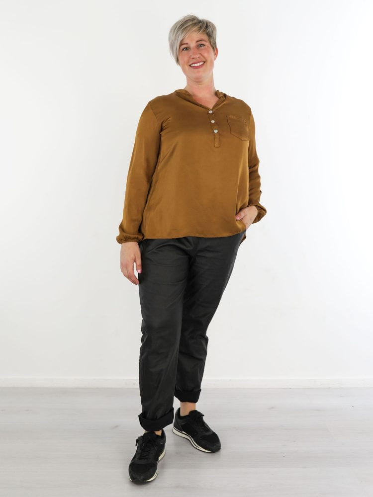 bronze-blouse-met-v-hals-en-borstzak
