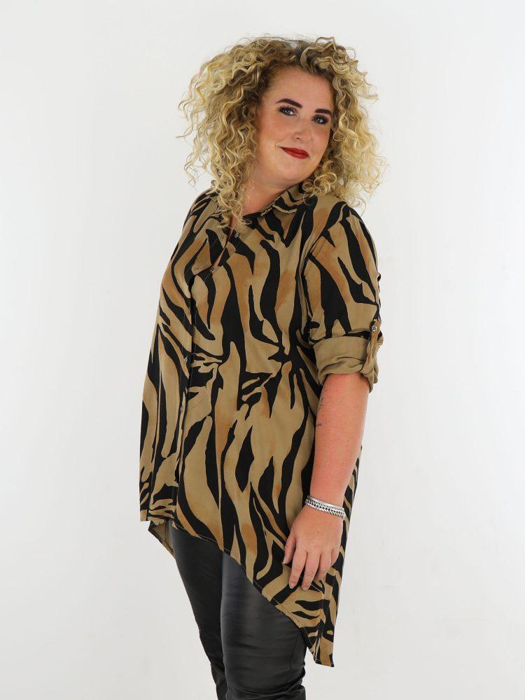 bruin-zwarte-blouse-plus-size-grote-maten