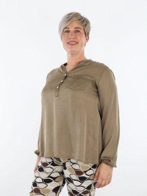 egale-top-blouse-in-een-taupe-kleur-met-borstzak-en-v-halsje