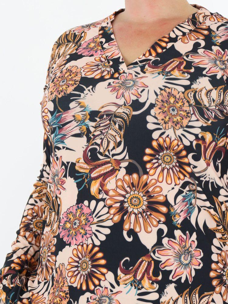 elegante-top-in-zwart-met-roze-beige-bloemenprint-van-travelstof-van-angelle-milan