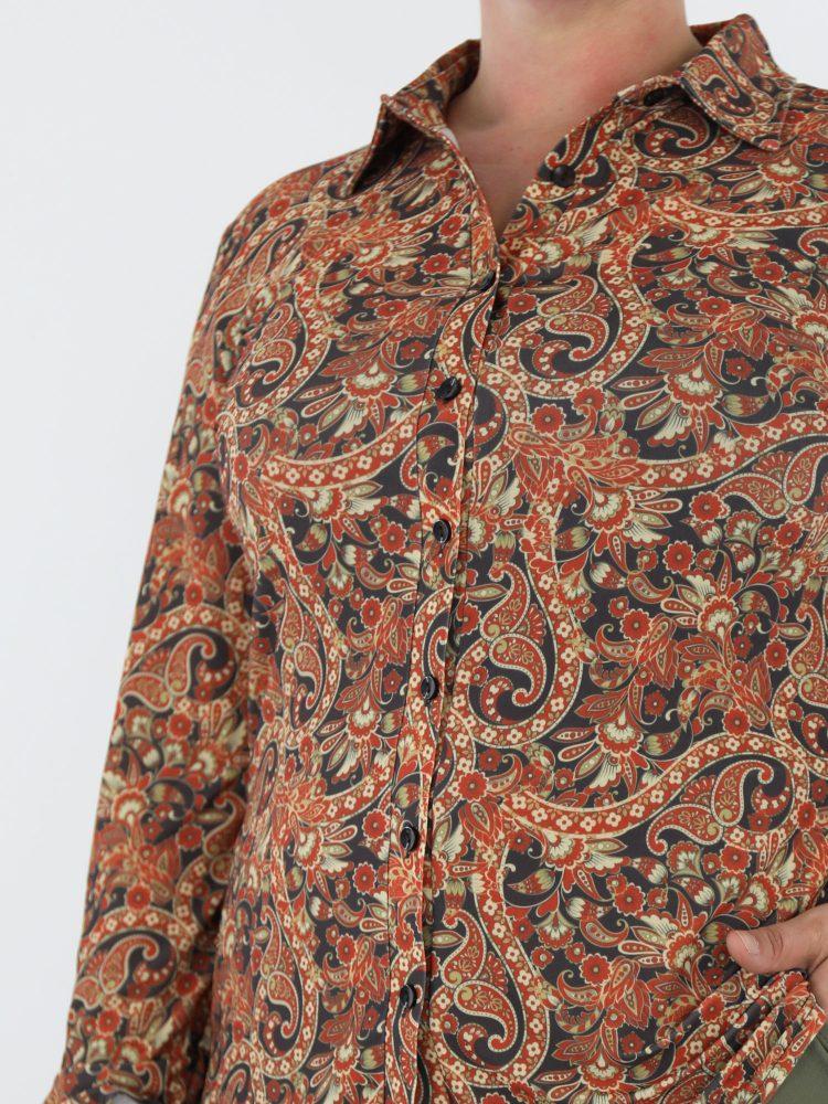 elegante-travel-blouse-in-brique-met-klassieke-bloemen-print-angelle-milan