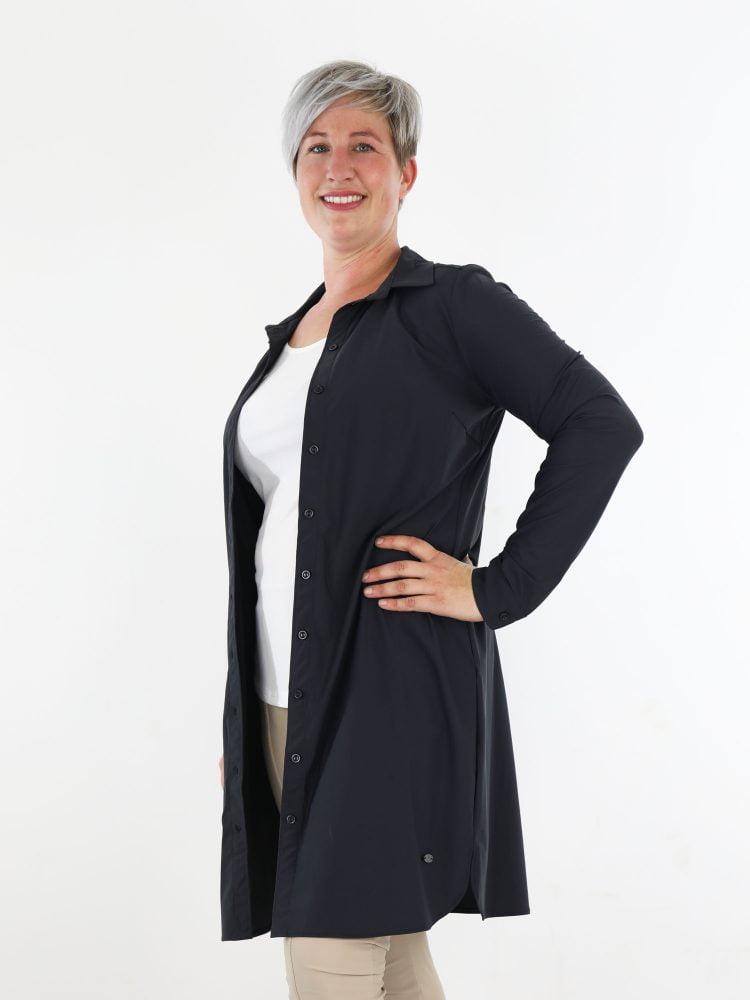 exclusieve-travelstof-blouse-in-antraciet-als-lang-model-van-angelle-milan