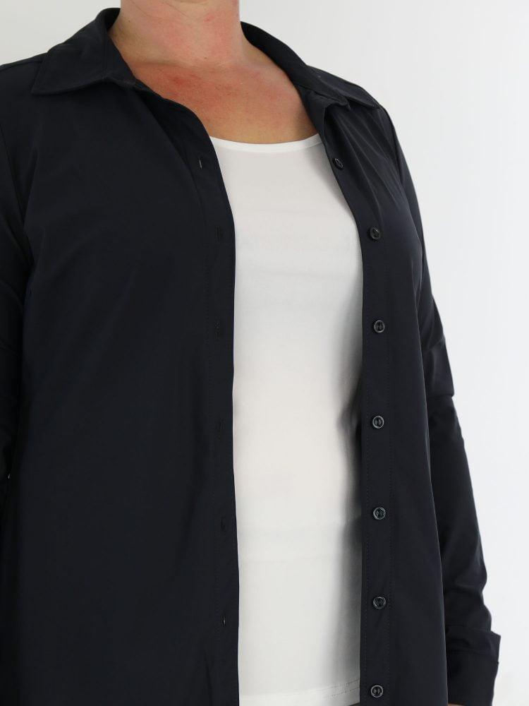 exclusive-blouse-van-travelstof-in-een-antraciet-kleur-van-angelle-milan
