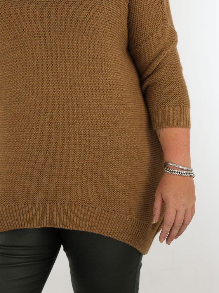 geribbelde-trui-in-een-basic-camel-kleur-plussize